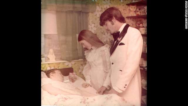 Colleen got married in 1974 to Richard Owen, with the reception held in Edwarda's room. Colleen gave birth to a son in 1976, just eight days after her father died. Colleen's marriage lasted only six years. (CNN)