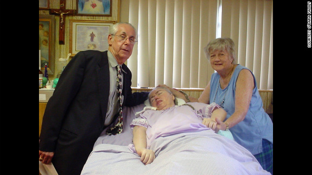 Dr. Chaykin visits Edwarda and Kathryn in 2006. He was 35 when he first started treating Edwarda. (CNN)