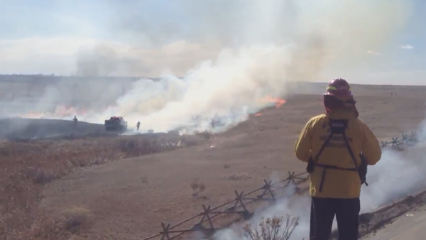 Fire crews battle a grass fire that began on March 18, 2013, just southwest of Fort Collins. (Photo: Twitter / Trevor Hughes)