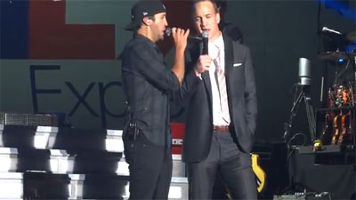 Peyton Manning sings with Luke Bryan`