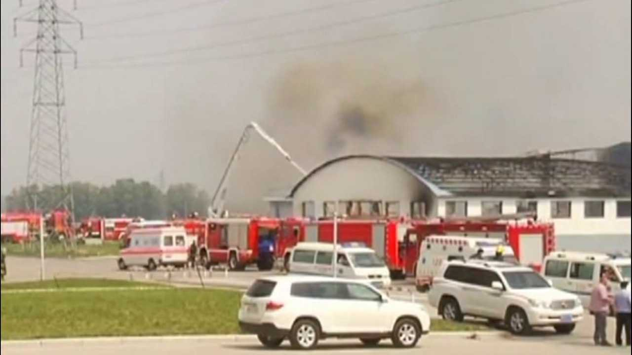 Emergency crews respond to the scene of a deadly Chinese factory fire on June 3, 2013. (Photo: CNN)