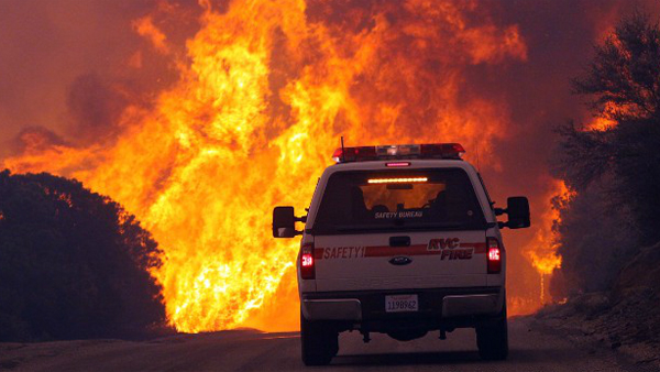 Evacuee Jenny Kirchner catches photos of the flames from the fire in the San Jacinto Mountains in Southern California up close. (Photo: CNN / Jenny Kirchner)