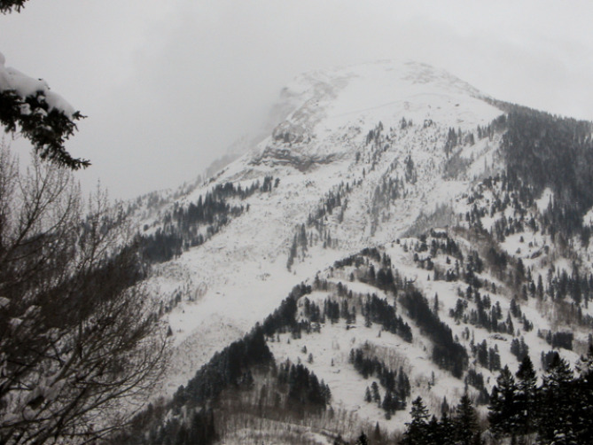 A break in clouds allowed glimpse of a very large natural avalanche on the NW face of Whitehouse Mountain above Marble, Colo. Photo courtesy: Colorado Avalanche Information Center
