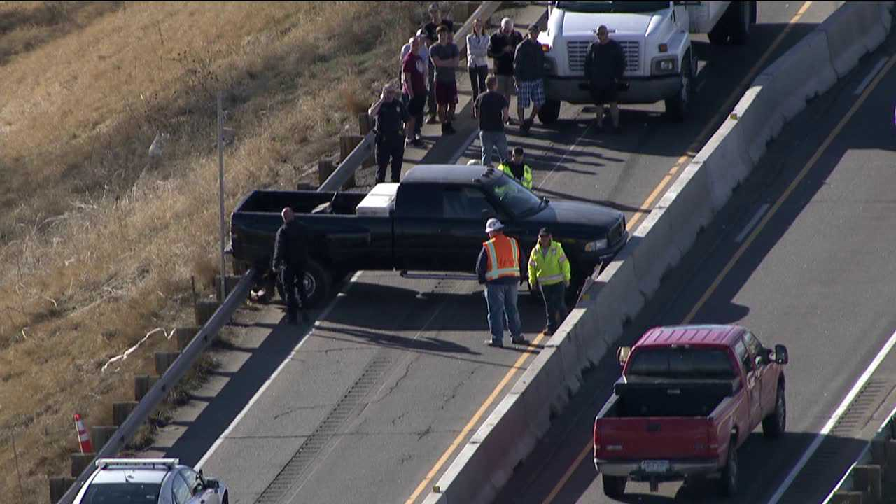 Pickup truck blocks EB traffic on I-70 east of Denver near Colfax