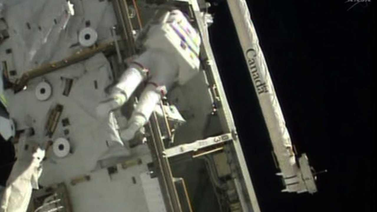 Astronaut Steve Swanson goes on spacewalk outside the International Space Station. April 23, 2014
