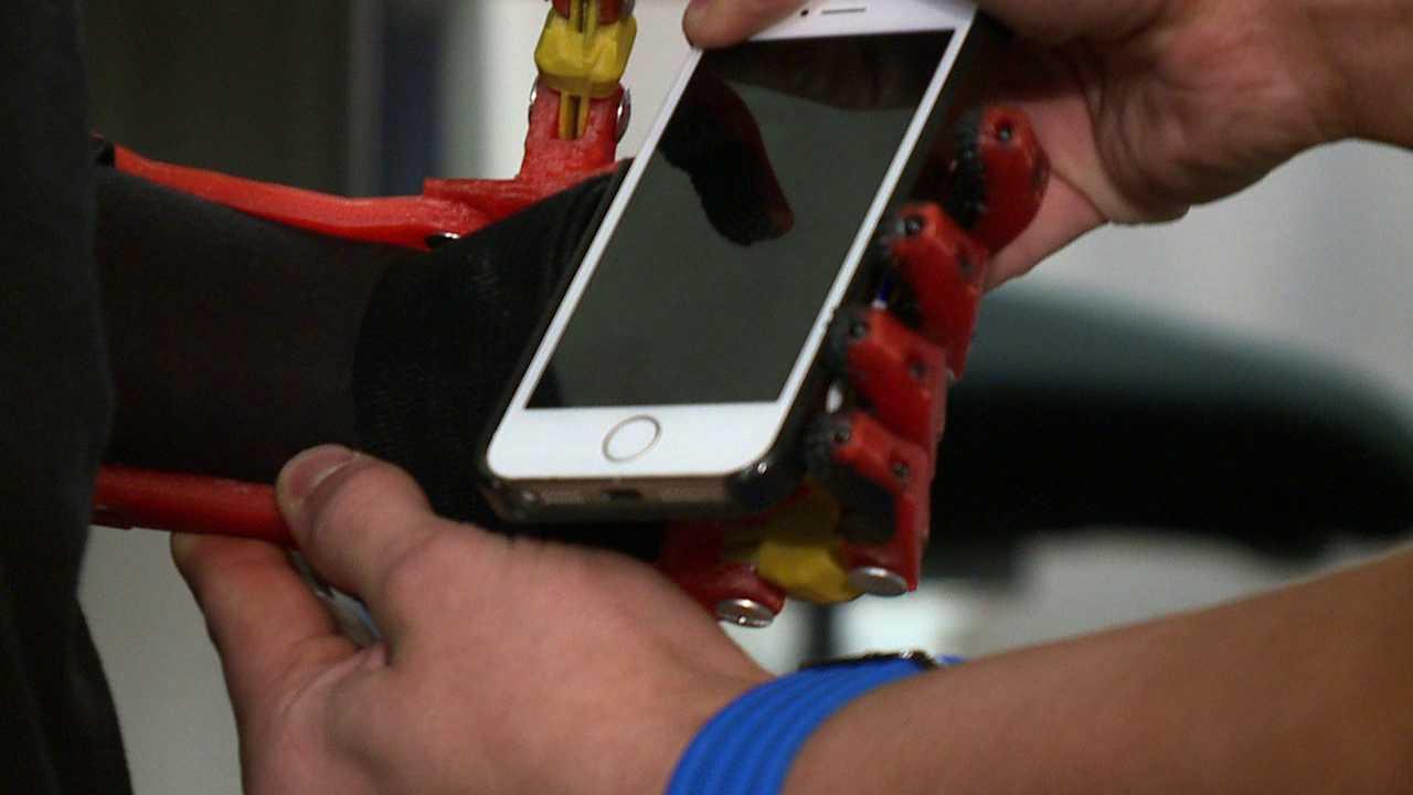 Teens make prosthetic hand for boy