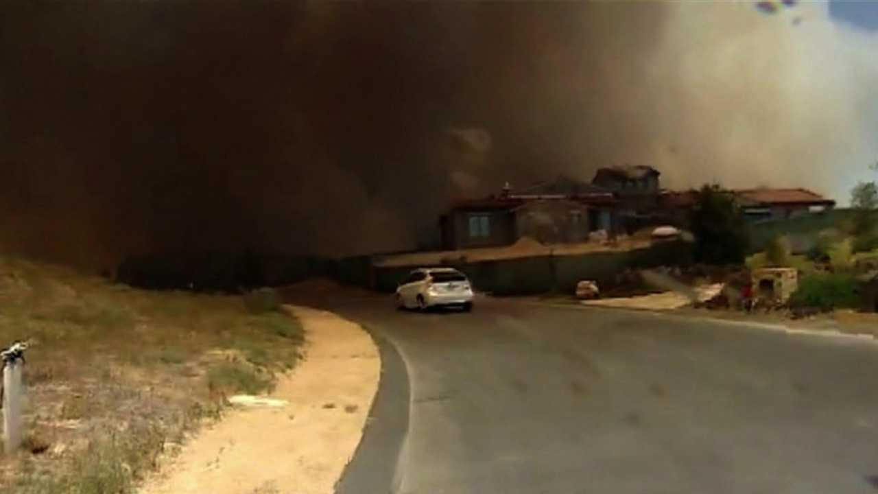 Wind-driven wildfire rages in San Diego. May 13, 2014