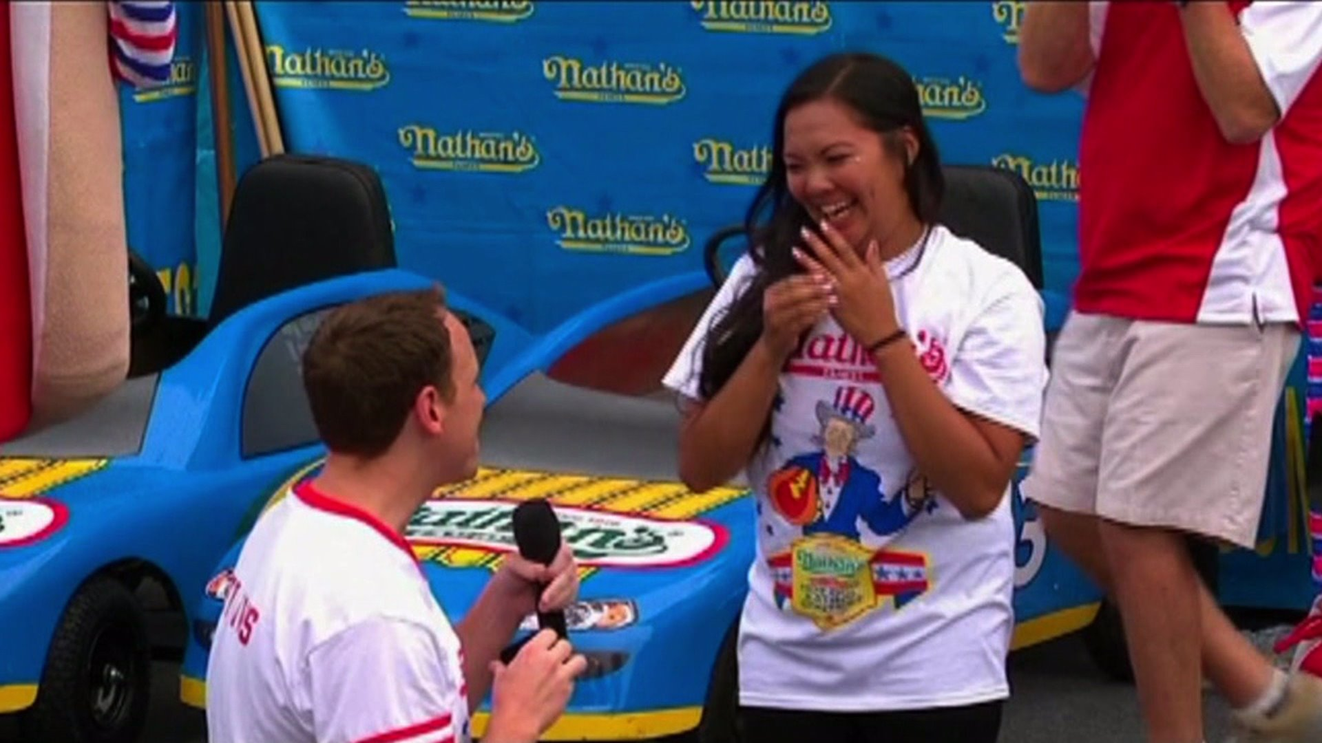 Joey Chestnut proposes to his girlfriend before winning hot dog eating contest. Photo: ESPN
