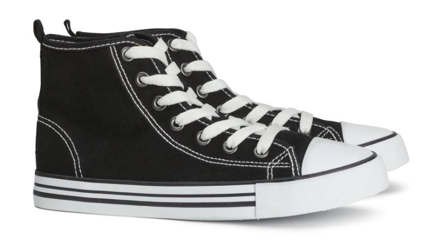 Rareza todos los días Derivación  Converse sues Wal-Mart, H&M over knockoff sneakers | FOX31 Denver