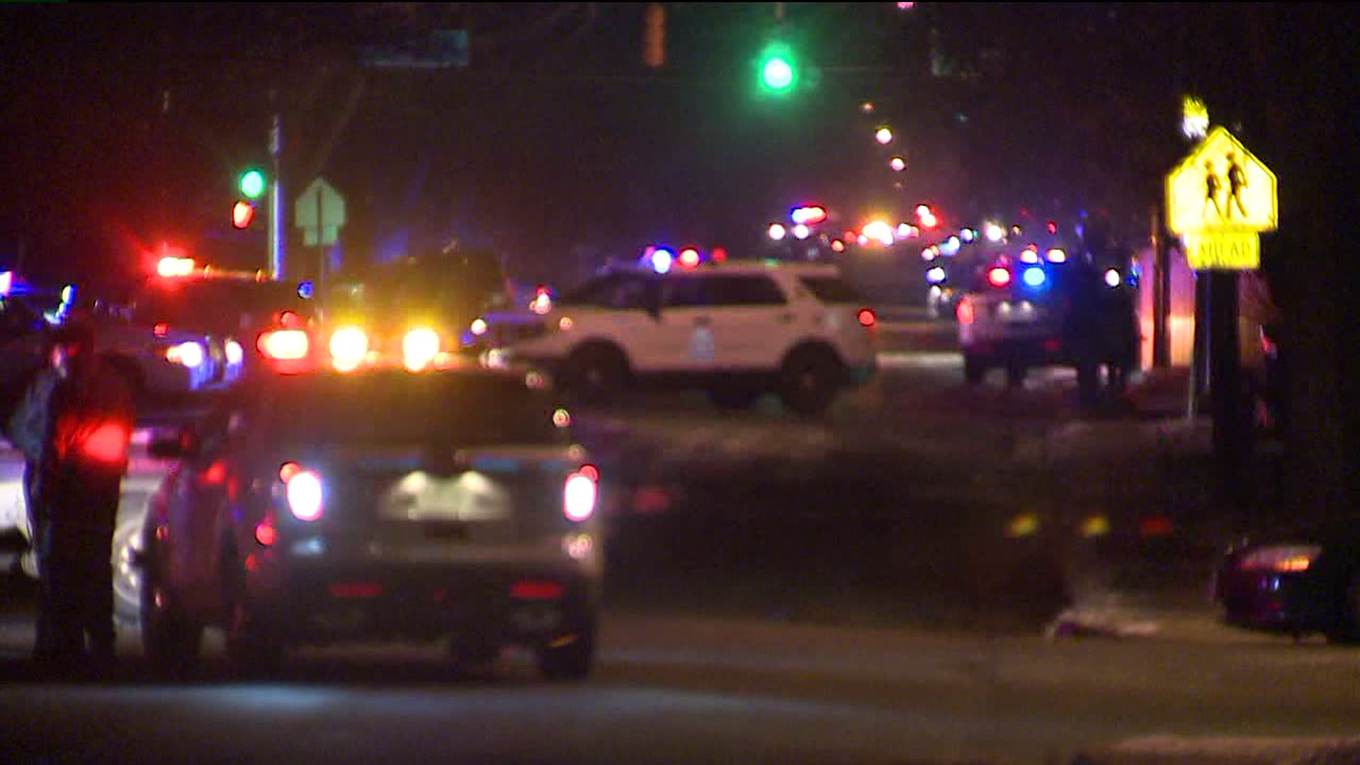 Aurora police search for gunman who shot officer