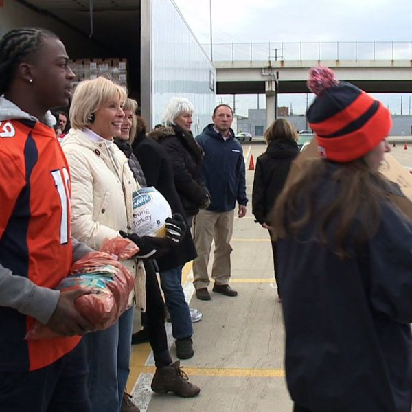 Broncos and Denver Rescue Mission deliver Thanksgiving feasts