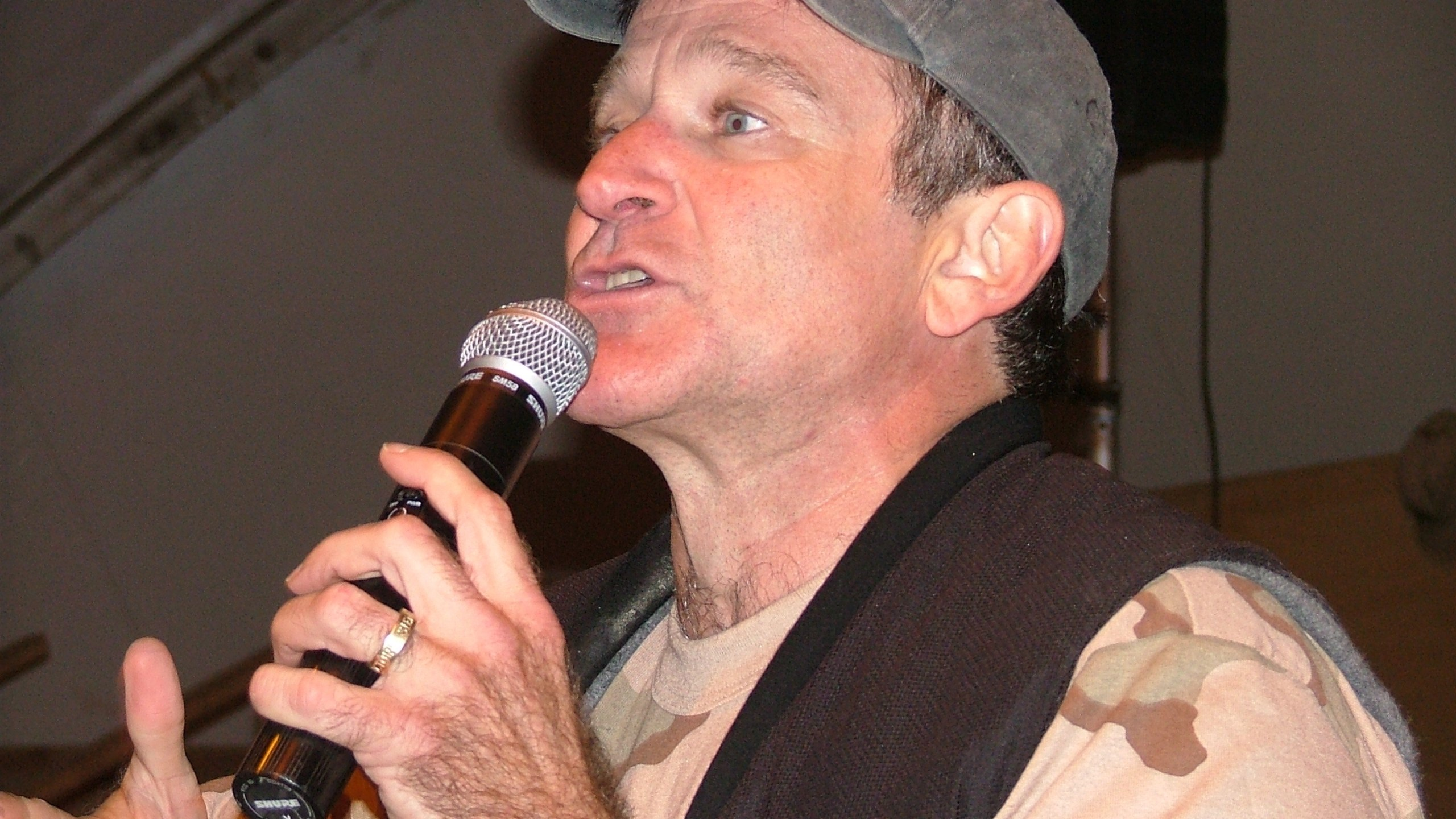 Actor and comedian Robin Williams performs a USO show at Bagram Airfield, Afghanistan in December, 2003. Photo: CNN