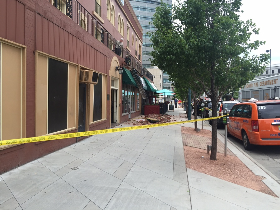 Facade crumbles off of a building at 321 14th St. (Photo: Justin Joseph)
