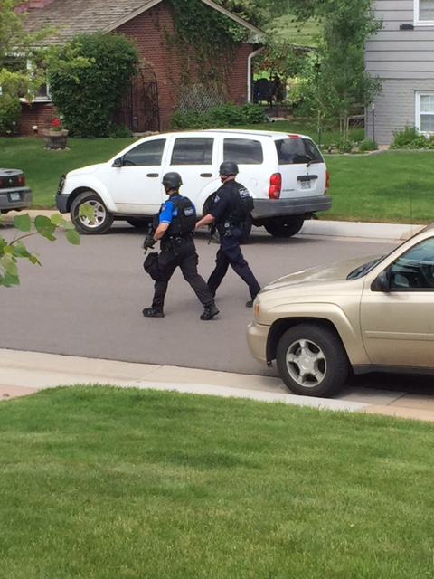 Police in standoff with suspect in Aurora neighborhood