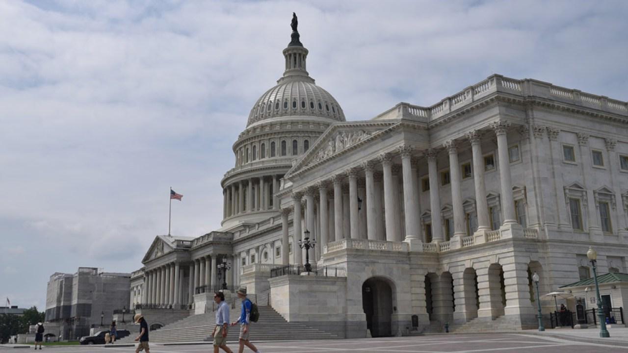 Η γερουσία ενέκρινε το ιστορικό 2 τρις δολάρια ερέθισμα συμφωνία εν μέσω αυξανόμενης coronavirus φόβους