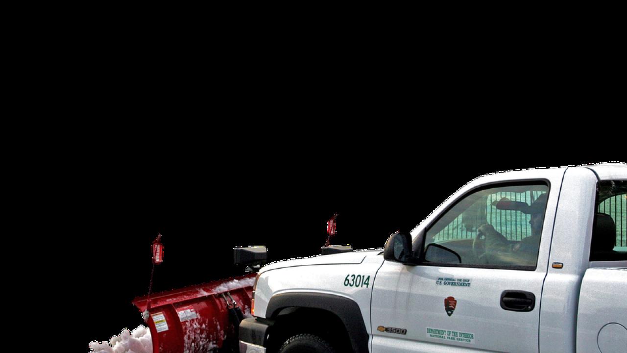 27歳の除雪車のドライバーが殺害されコロラドスプリングクラッシュ