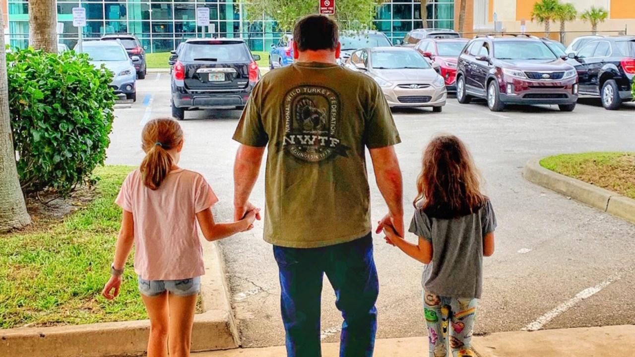 Ryan Newman aus dem Krankenhaus entlassen, geht aus holding-Töchter