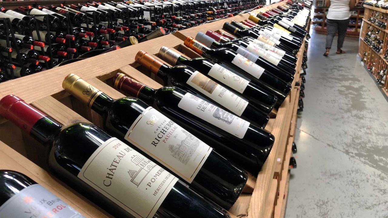 Η τιμή του κρασιού πέφτει γρήγορα