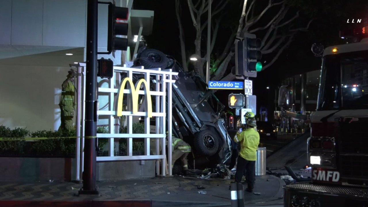 Fahrer überlebt nach jeep stürzt ab 6. Etage Kalifornien garage
