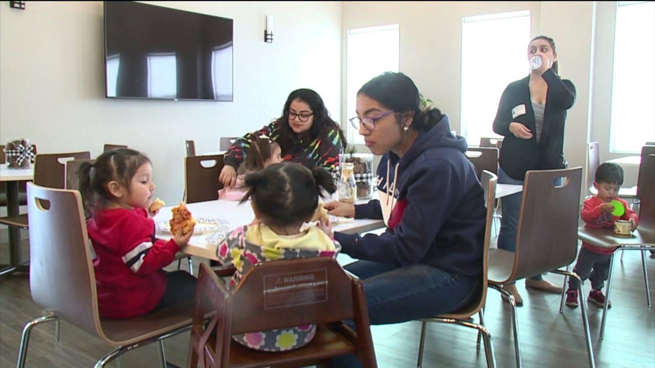 Ελπίζω Σπίτι Κολοράντο βοηθά teen moms στη νέα Αρβαδα τις εγκαταστάσεις