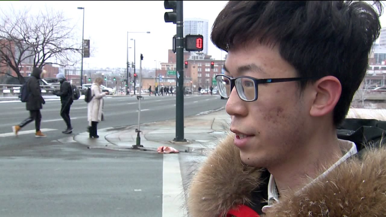 Κινέζοι φοιτητές στο Κολοράντο σίγουροι για το ταξίδι καλοκαίρι σπίτι