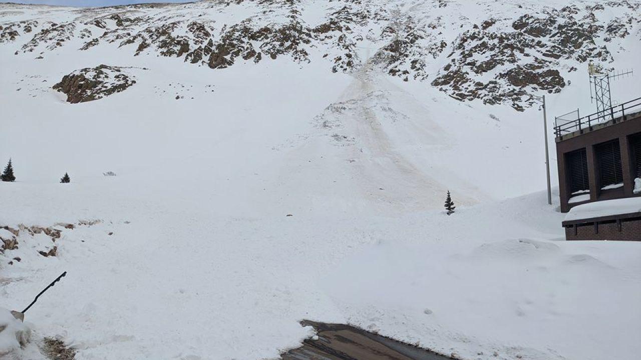 Snowboarder προκαλεί πολύ μεγάλη χιονοστιβάδα κοντά σε Σήραγγα Αϊζενχάουερ