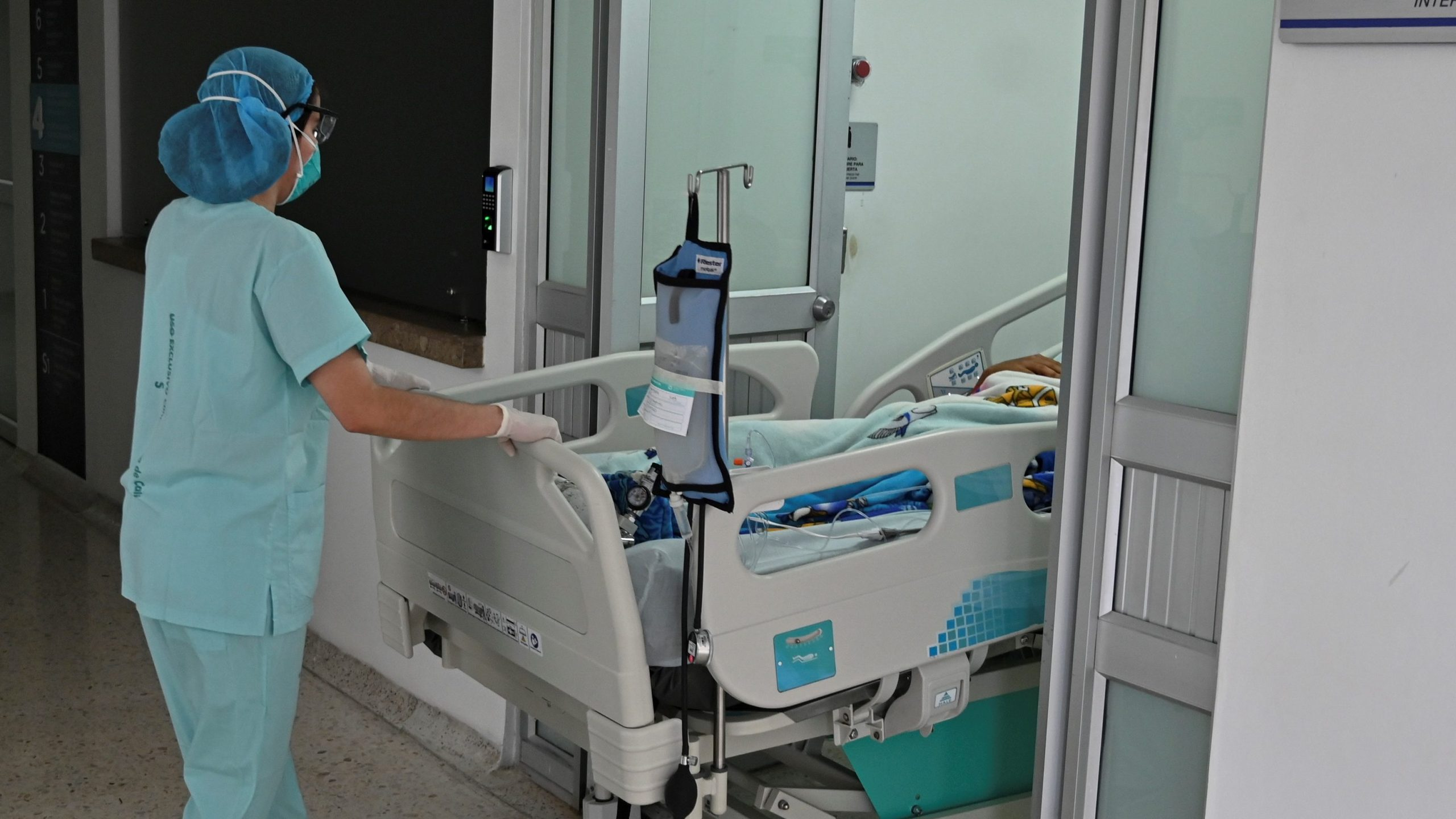 A nurse transfers a patient at the intensive care unit of the 'Clinica Nueva de Cali' clinic in Cali, Colombia on March 24, 2020 during the COVID-19 pandemic.