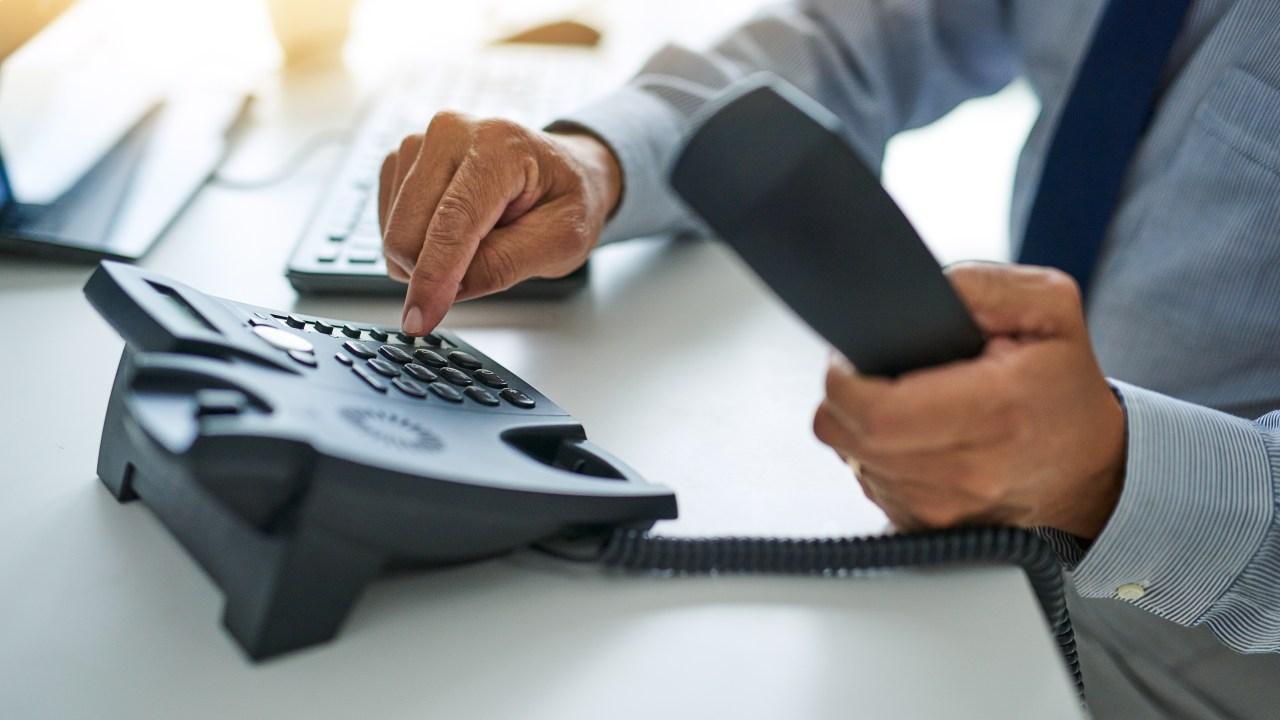 Kanzlei bietet eine Kostenlose hotline für die Mitarbeiter besorgt über die Arbeit während der Corona-Virus-Ausbruch