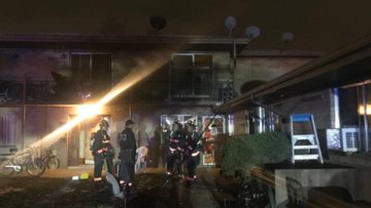 2傷害からのアパートの火災にはレイクウッド