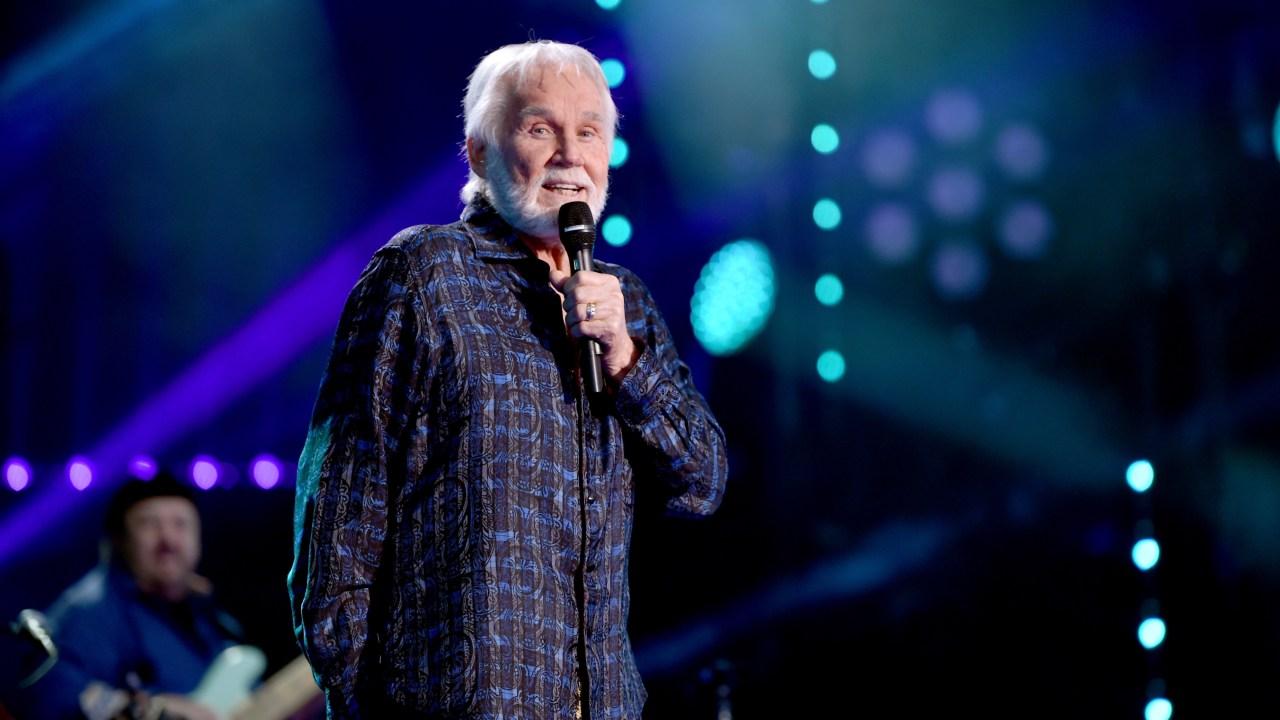 Το θρυλικό τραγουδιστή της country Kenny Rogers πεθαίνει στο 81