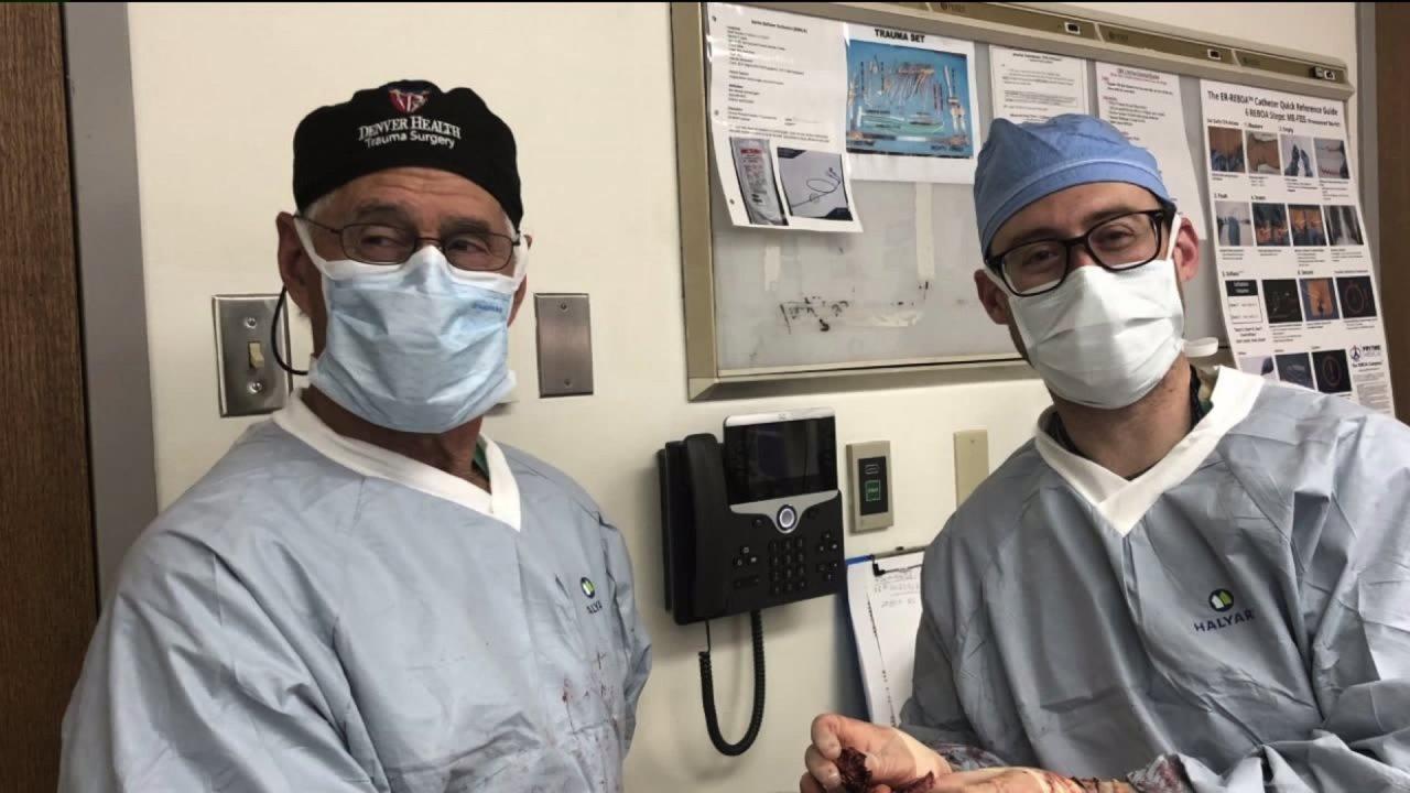 Colorado keluarga dokter berharap bekuan darah penelitian akan membantu mendekati kematian COVID-19 pasien