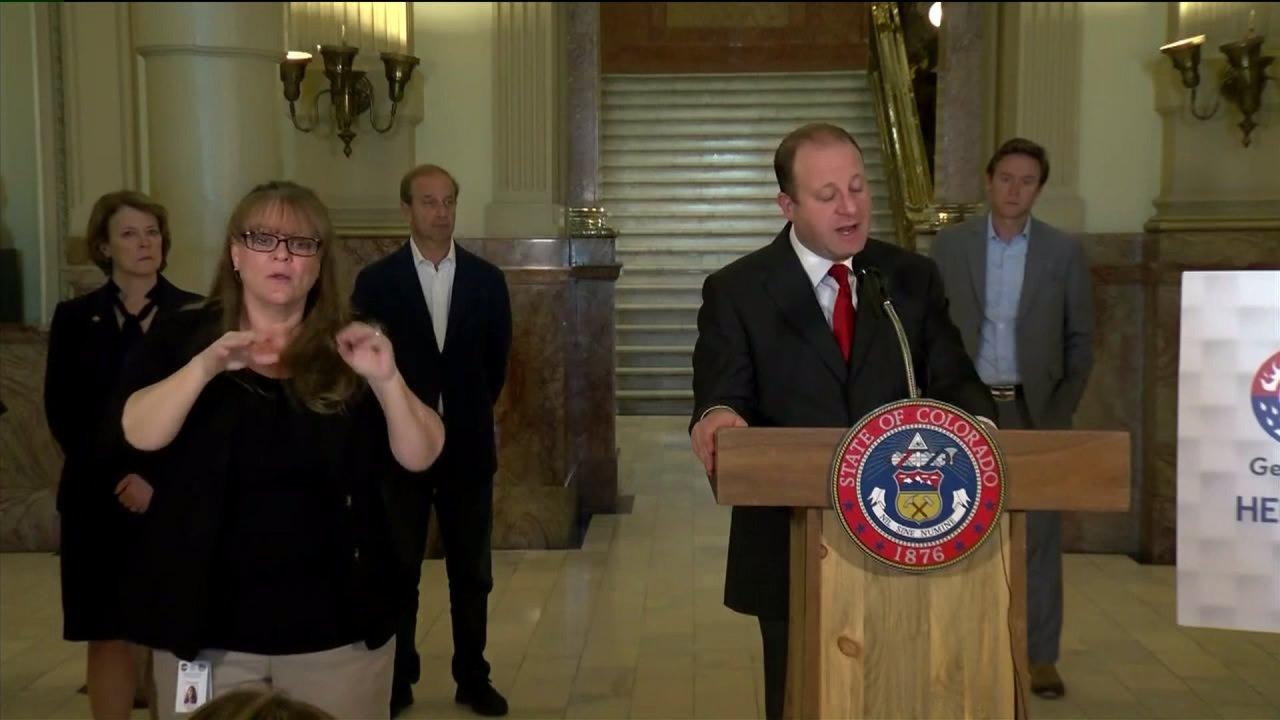Κυβερνήτης Πόλις λέει επαναλειτουργία κλειστά τα σχολεία στο Κολοράντο των όλο και πιο απίθανο