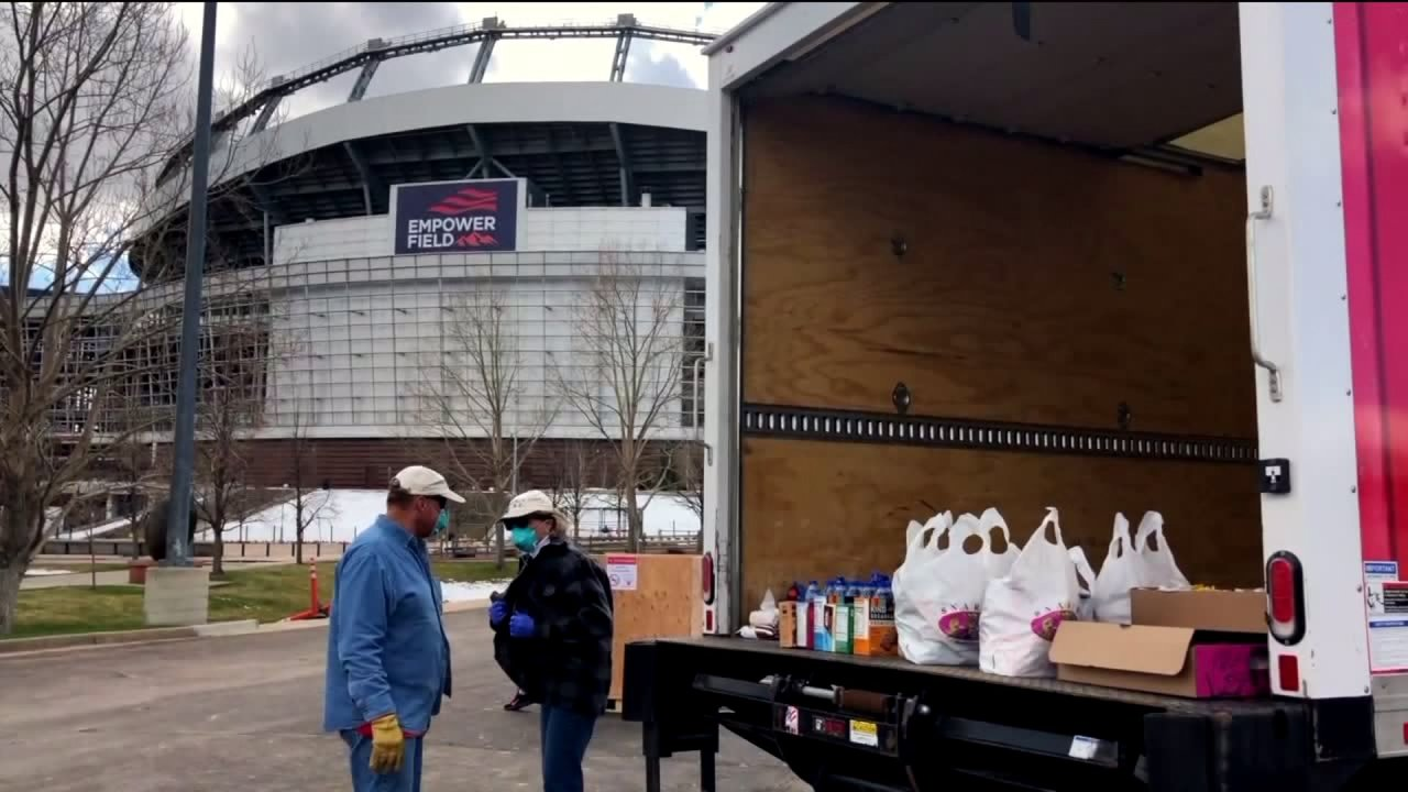 Community spendet LKW-Ladungen equipment für Colorado Arbeitskräfte im Gesundheitswesen