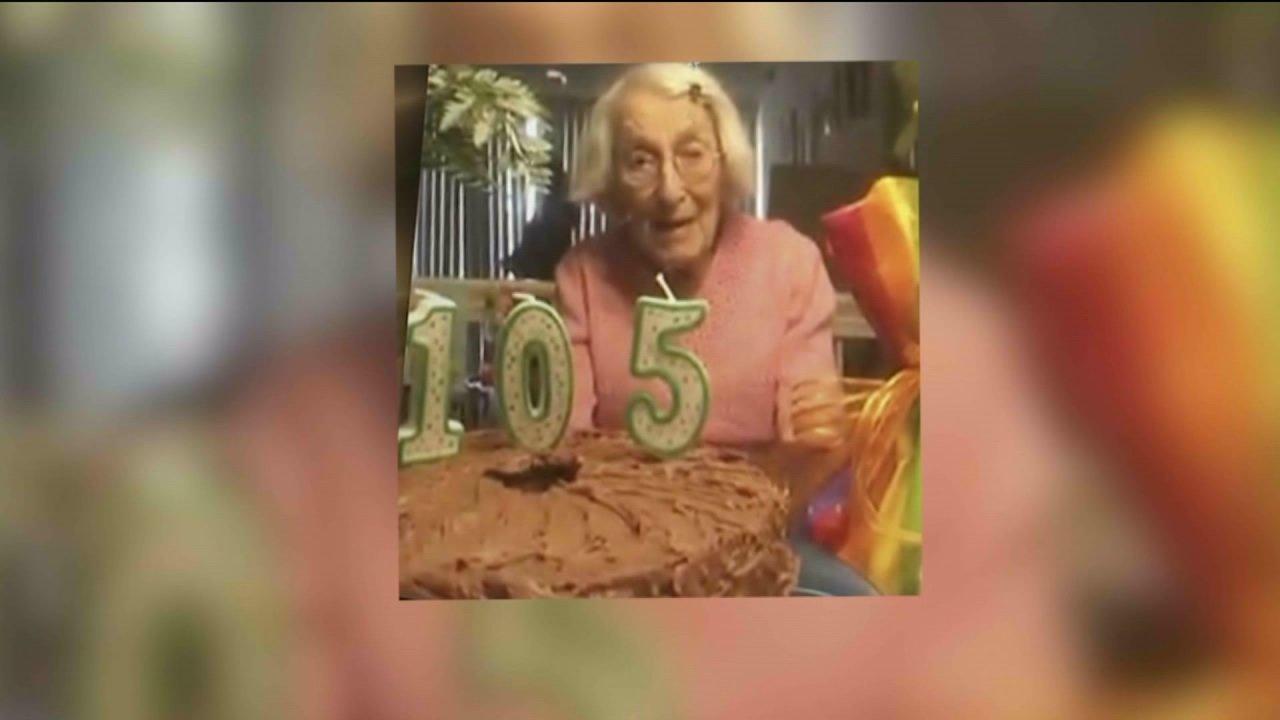 Ντένβερ γυναίκα γιορτάζει 105η γενέθλια, γίνεται εικονικό καλά-ευχές από την οικογένεια