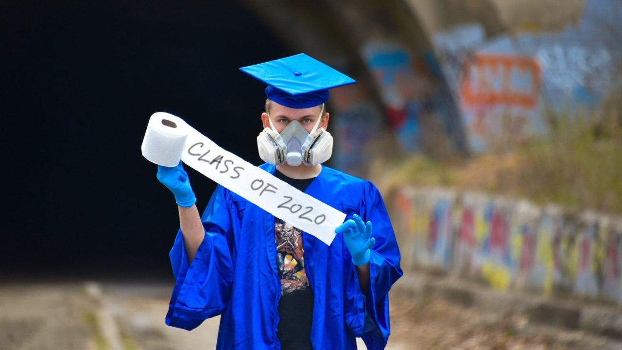 Senior Bilder das Gefühl der Abschluss in COVID-19-Pandemie
