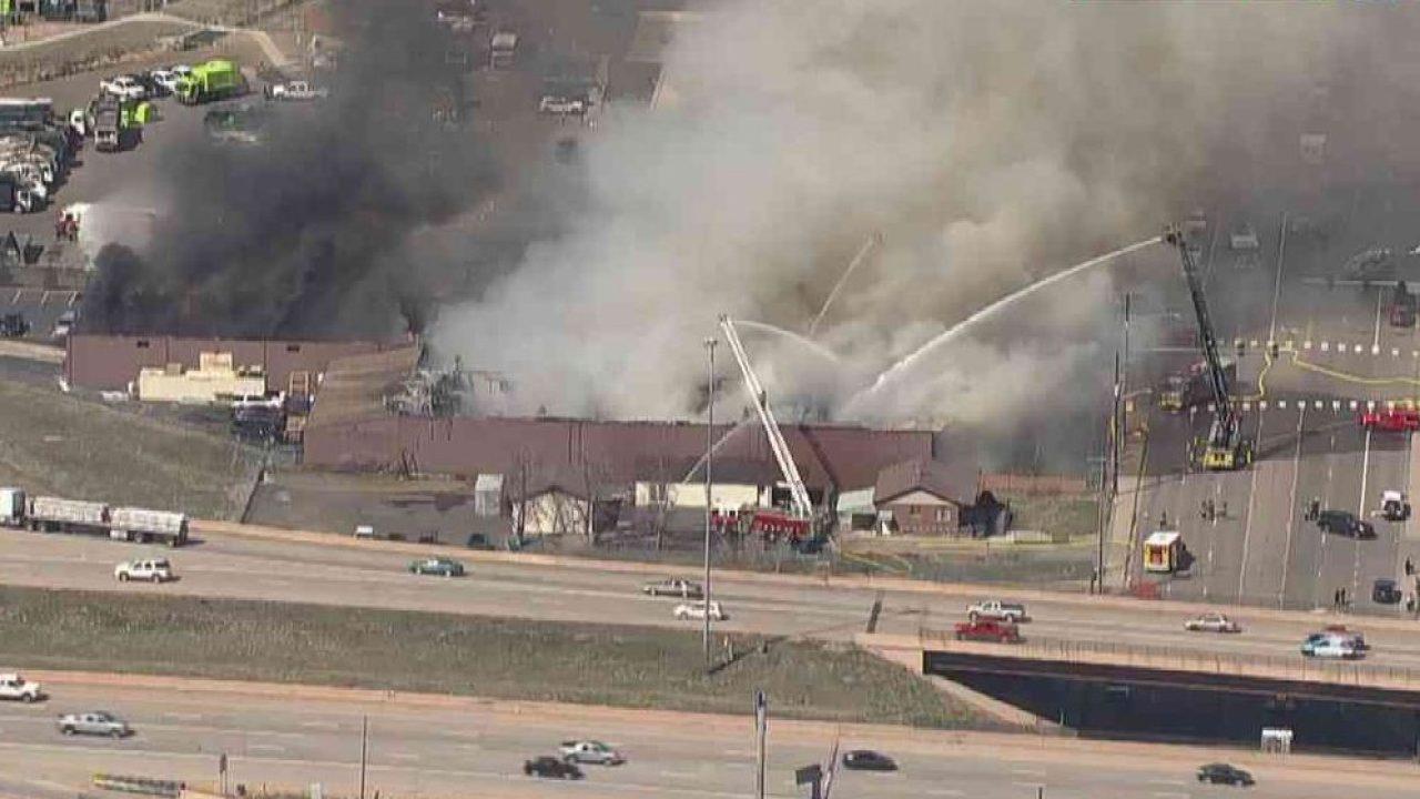 Watch Live: Feuer in Boyer ' s Kaffee in Adams County