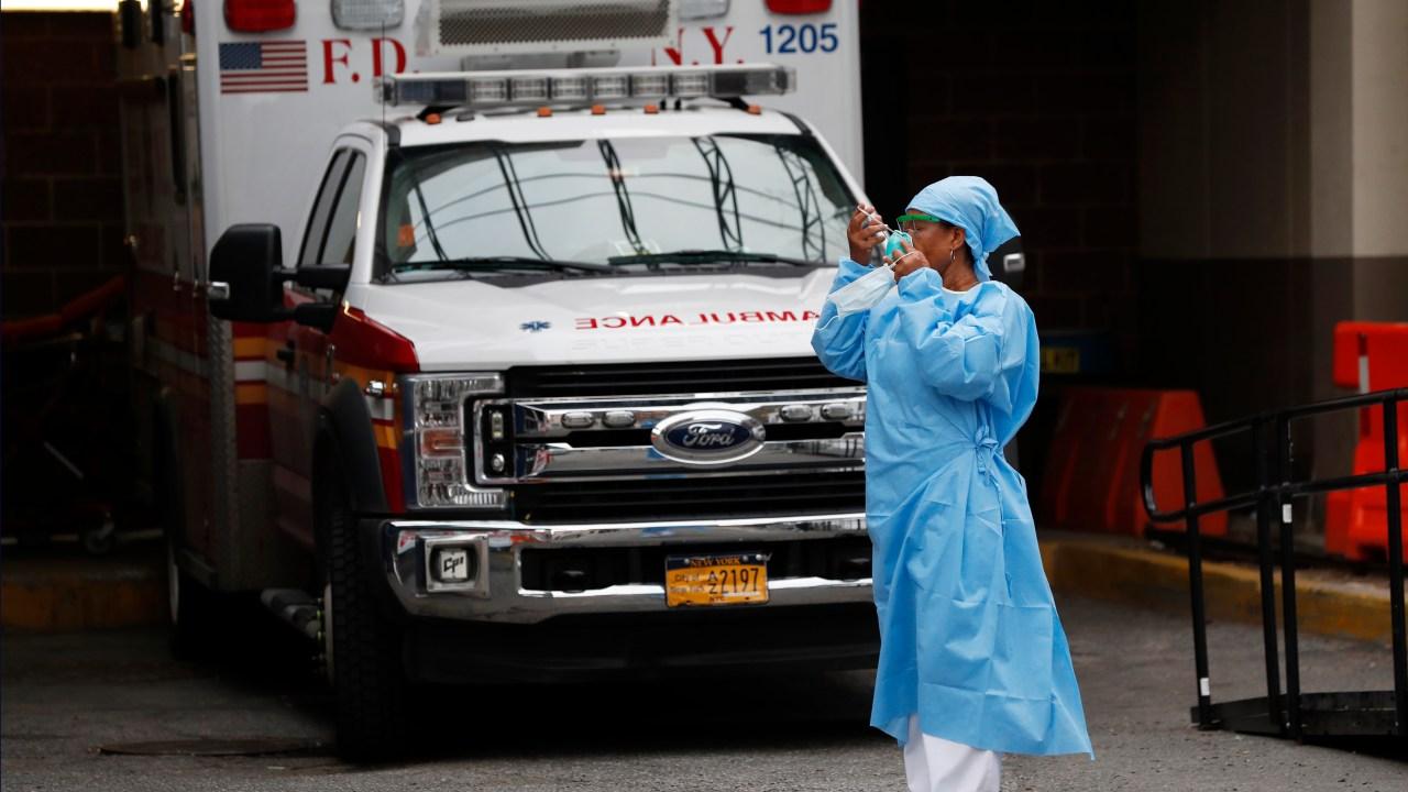 3 di 4 rumah sakit sudah menghadapi COVID-19, dengan terburuk belum datang