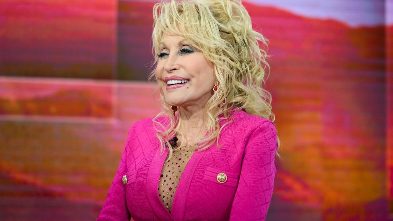 Dolly Parton spendet $1 million an der Vanderbilt für COVID-19 Forschung