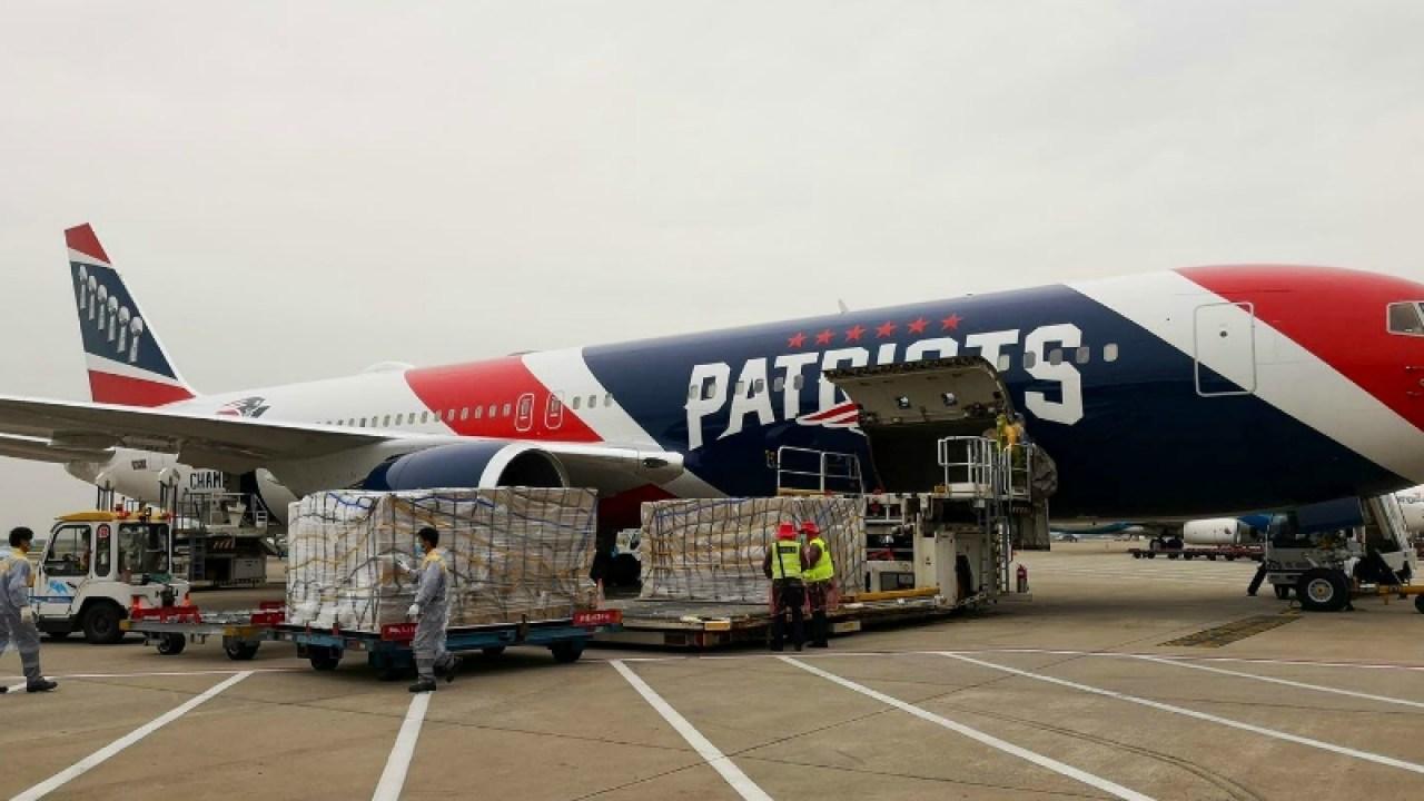 Patriots Besitzer schickt Flugzeug nach China um 1,7 M Masken für die Masse., NY Krankenhäusern