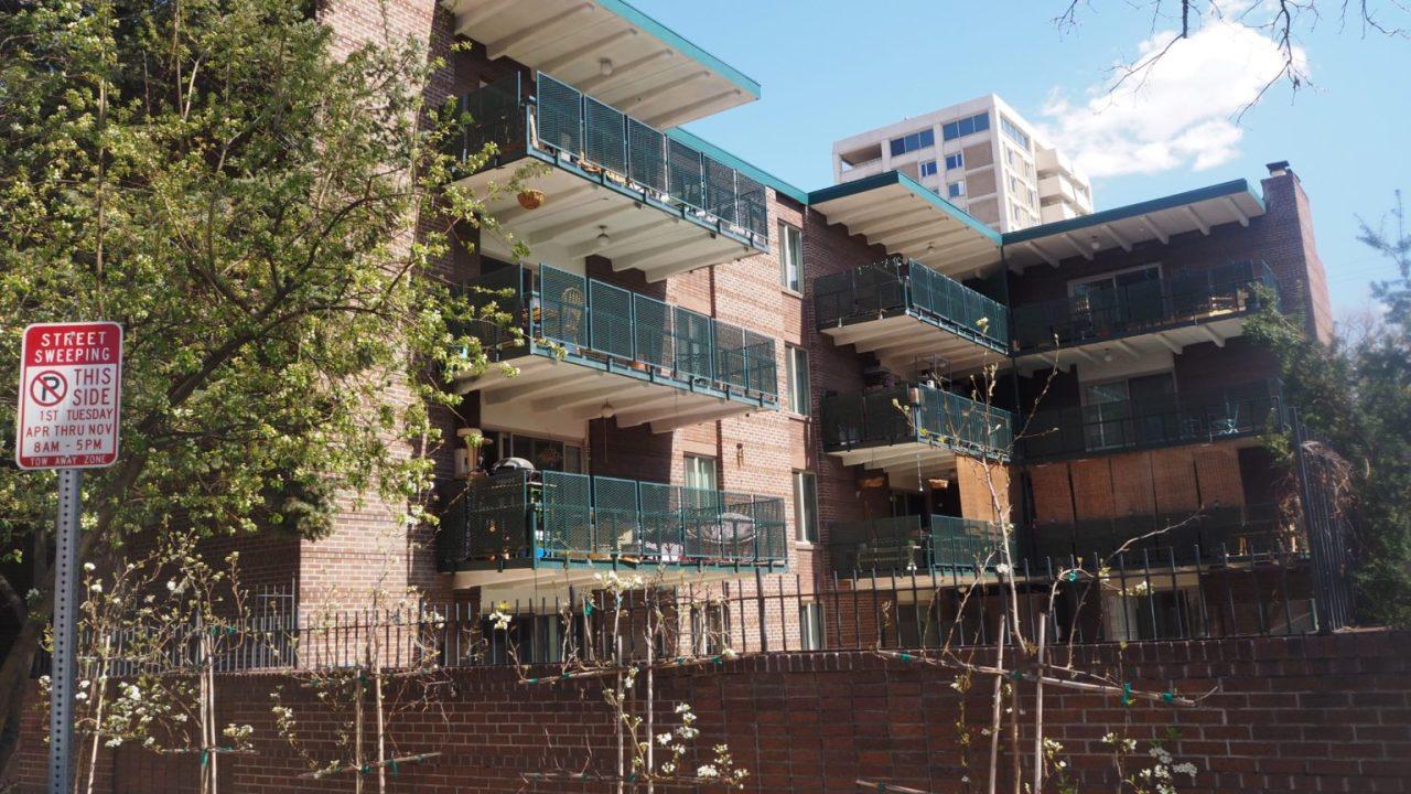 RedPeak membayar $12 M untuk bangunan apartemen di Cheesman, Kongres Taman