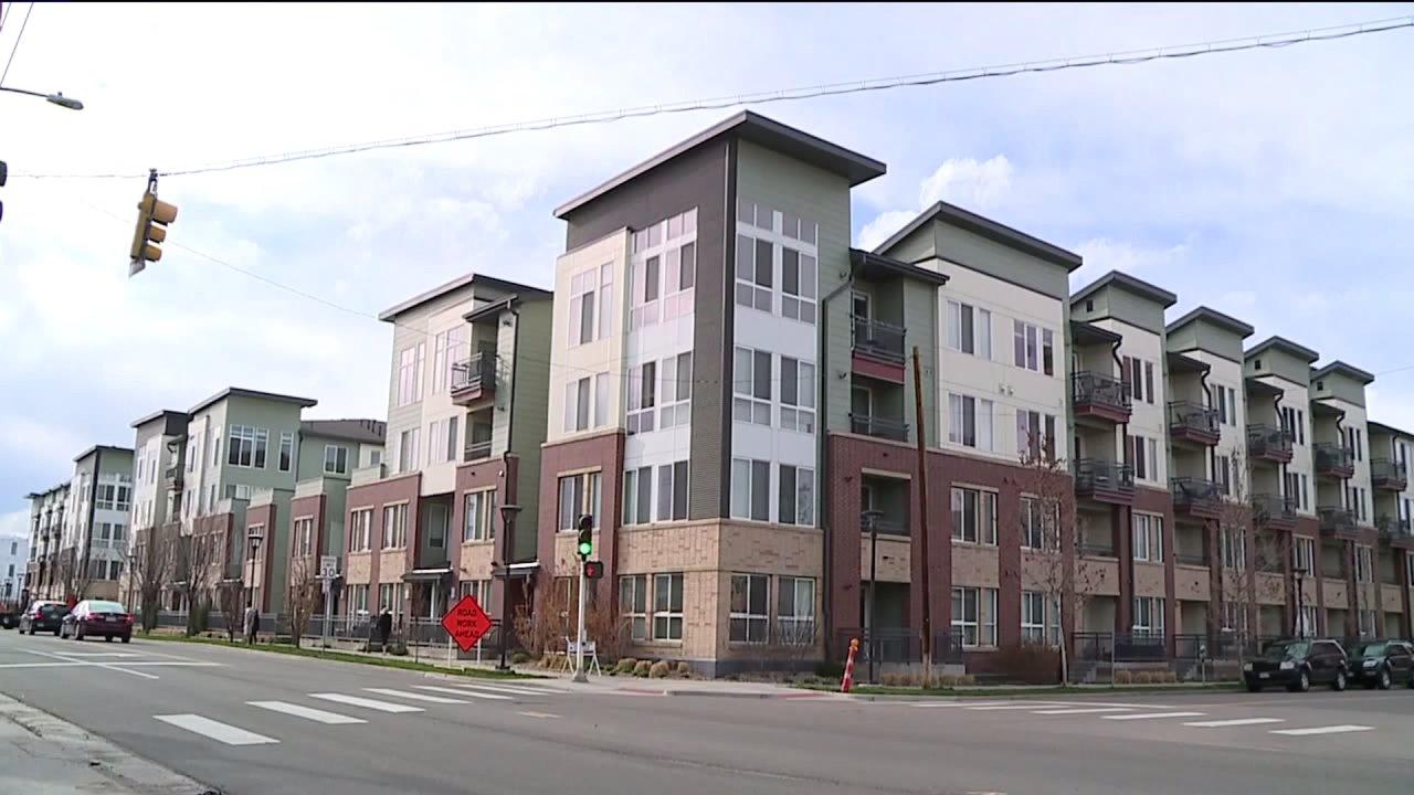 Kelompok petisi untuk membatalkan Denver sewa, pembayaran hipotek selama 90 hari