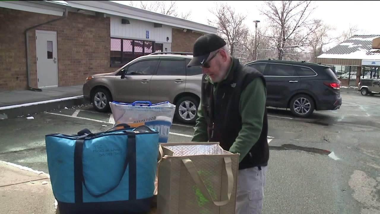 Γεύματα στις Ρόδες που ζητούν βοήθεια για να φωτίζει τους ηλικιωμένους μέρα, εν μέσω αυξημένης ζήτησης