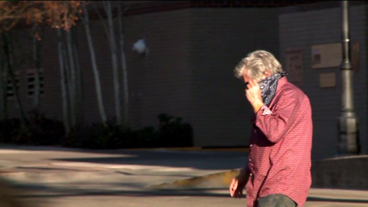 Glenwood Springs membuat mengenakan penutup wajah di depan umum wajib