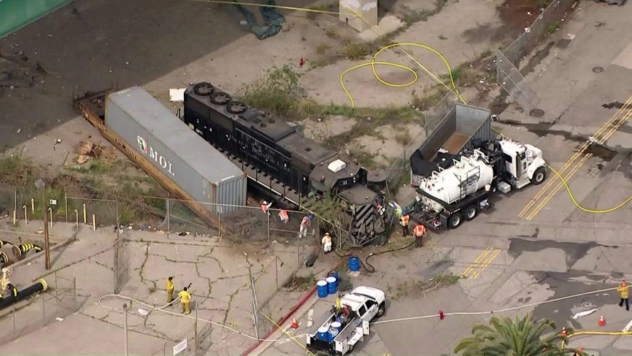 Μηχανικός σκόπιμα εκτροχιάστηκε τρένο στην απόπειρα επίθεσης σε νοσοκομείο πλοίο, USNS Έλεος, οι ομοσπονδιακοί εισαγγελείς πω